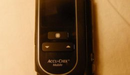 Accu Chek Mobile Blutzuckermessgerät mit integrierten Teststreifen