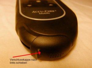 Verschlusskappe nach Links schieben, Gerät schaltet sich automatisch ein